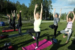 Internationella Yogadagen  firades på Norra berget.  Petra Blixt var en av deltagarna.