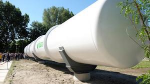 En visning i Nederländerna över hur det framtida hyperloopsystemet  kan tänkas se ut.