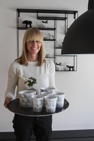 Viktoria Månström har en tydlig linje i sin design. Hon öppnade en egen butik på Tjalmargatan i Östersund under 2015.