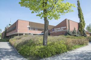 Byggstarten för biblioteket närmade sig. Foto: Lars Ljungmark