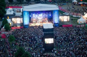 Minns du när Journey spelade på Peace & Love? Det var år 2011 när det var rekordmånga besökare på plats - men två år senare blev det konkurs, för att festivalen sedan startades upp i en betydligt mindre skala igen år 2013.Foto: Fredrik Sandberg/TT