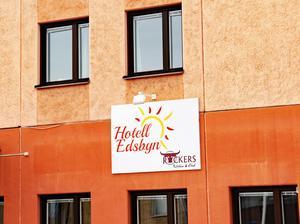 Ovanåkers kommun vill fortfarande sälja hotellfastigheten i Edsbyn. Detta trots beslutet i kommunstyrelsen att inte sälja.