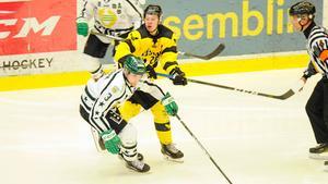 J20-forwarden Tobias Smids går in och spelar från start i fjärdekedjan.