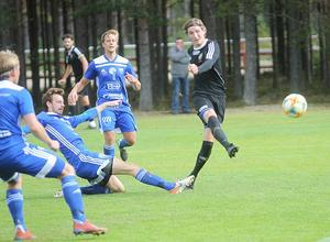 Kristian Ekberg gjorde matchens snyggaste mål när han drog upp 1–0 i bortre krysset efter dryga halvtimmen på Rengsjö IP.