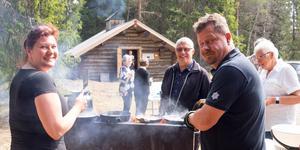 Camilla Sandberg och Jon Olofsson, båda anställda av Härjedalens pastorat, fixade kolbullarna till lunch.