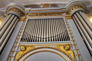 Orgelfasaden hörde från början till Ovanåkers kyrkas första orgel invigd 1845.  Den nuvarande orgeln är ombyggd 1965 av Olof Hammarberg.