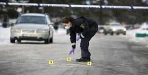 Foto: Mikael Hellsten. Polisens tekniker på plats i Kvarnsveden.