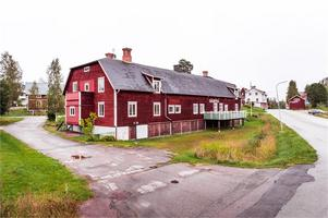 8 rum och kök på 260 kvm som tidigare använts som café. Foto: Kristofer Skog/Husfoto