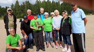 Segrande laget från Söderala/Marma. Lagledare Ola Källman med vandringspriset