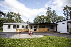 Den nya förskolan Larven ligger på den tomt som tidigare rymde förskolan Regnbågen.