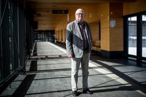 Hasse Andersson fyller 70 år och firar på annan ort.