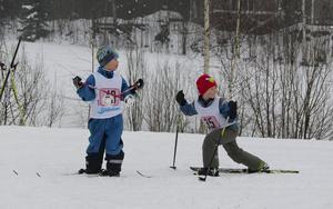 Anton Högman och Max Engvers värmer upp innan starten.