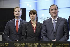 Miljöpartiets språkrör Gustav Fridolin och Åsa Romson tillsammans med statsminister Stefan Löfven (S).