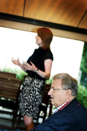 Lanserar sig. Annie Lööf besökte i går Gävle för att träffa media och partimedlemmar och för att lansera sig själv som partiledarkandidat. Här med Roland Ericsson som är Centerpartiets oppositionsråd i Gävle.