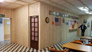 Byggnande renoverades under tio års tid av klubben. Där innne fanns förutom möbler också bland annat flipperspel, en bar och en scen med inlånad ljusanläggning.