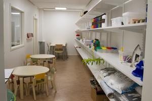 Här kan barnen få nyttja sin kreativa sida och skapa. Lokala butiker har skänkt en del material.