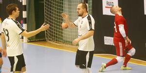 Jacob Nilsson gratulerar Alen Rastoder till 1–0-målet, ett fint avslut från höger efter ett läckert uppspel av Anel Coralic.