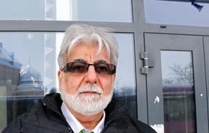Ali Al-Ali, 59 år, Örebro– Jag vet inte. Bara att vi behöver äkta och riktig demokrati. Nu kan vi inte bestämma något. Allt är kontrollerat av staden. Jag litar inte på några myndigheter. Det var bra fram till Ingvar Karlsson slutade som statsminister. Han var den sista bra personen.