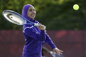 Förtryck sitter inte i kläder utan i attityder. Här är amerikanskan Tabarek Kadhim i sporthijab. AP Photo/Robert F. Bukaty