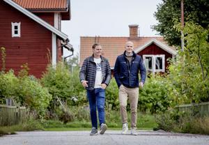 Joakim Gabenius och Erik Bock är nöjda med sitt projekt att väcka liv i Björnhammaren igen. Det var nära att hela byn blev en spökby.