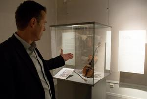 Hins Anders gamla sarkofagfiol är som föremål bektraktat inte speciell på något sätt – men styckena som komponerades på den gör att den blir en del av svensk historia och därmed värd att bevara till eftervärlden.