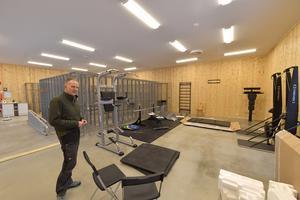 Carl Johan Ingeström är platschef för fjällstationen i Grövelsjön som nu öppnar inför julen och et med en helt ny byggnad med förråd, vallautrymmen och träningsredskap.