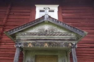 Här syns dekorationslisten på brotakets underdel tydligt, som var Erik Mattsson Sunds signum
