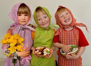 Tre glada påskkärringar.Bild: Jonas Ekströmer/TT