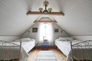 När de flyttade in i huset fanns sex sovplatser i rummet på övervåningen.