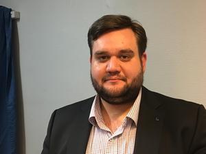 Christian Liljenhed, Liberalerna, ville sänka ersättningen för Kumlas politiker med en miljon kronor nästa år.