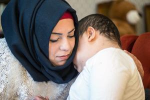 Turkiet stängde gränsen, Migrationsverkets handläggning dröjde och och mötet mellan Walid och mamma Iman Dalala drog ut på tiden Hon och Walid fick knappt två veckor tillsammans under hans svåra sjukdomstid.