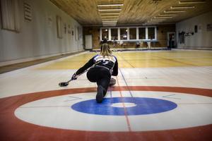 Sofia Mabergs från Malung bytte ishockeyn mot curlingen och blev OS-stjärna.