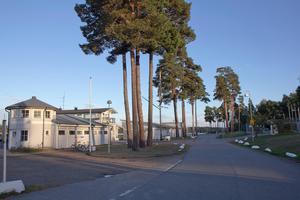 Nynäshamns Segelsällskaps anläggning på Strandvägen. NSS har kallat sina medlemmar till ett möte 28 augusti för att diskutera byggplanerna på Strandvägen.