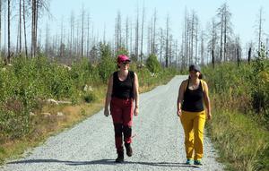 Wendla Thorstensson och Xing Liu deltog i skogskursen för tjejer.