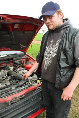 Fredrik Sellin från Salbohed såg fram emot att få spränga motorn på brorsans gamla Mazda.