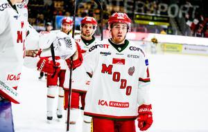 Anton Karlström har kritat på för en fortsättning med Modo Hockey.