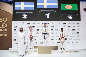 Jenny Öster Hall längst upp på prispallen, på VM i jujutsu i Abu Dhabi. Foto: Kumla Kampsportförening.