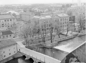 Utsikt från Slottet över Karolinska skolan i Örebro. Bilden är från 1960-talet, då NA-läsaren Lars Friman gick här. Foto: Örebro stadsarkiv