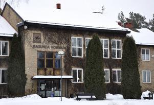 Sedan november 2018 är landets kommuner tvingade att bekosta arbetskläder för sina vårdanställda. Men i Ragunda efterföljs ännu inte reglerna.