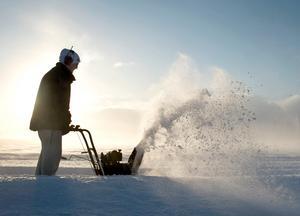 Varje år inträffar olyckor med snöslungor i Dalarna. Just nu får två svårt skadade patienter vård på handkirurgin i Uppsala.Foto: Björn Larsson Rosvall / SCANPIX