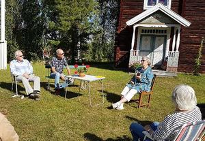 Sylvia Samuelsson läste dikter och bjöd in till samtal. Foto: Läsarbild