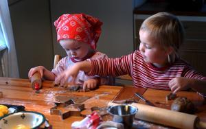 Barn älskar att baka pepparkakor vid jul. Men vilken pepparkaksdeg är den bästa?Bild: Fredrik Sandberg/SCANPIX