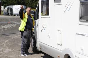 Bosse Andersson, vaktmästare på Hallstaviks IP, har hittills haft det lugnare än förra årets GP-arrangemang då campingen var mer belastad av besökare.