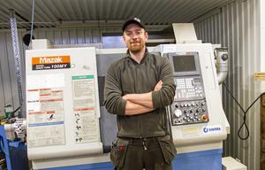 En svarv och en fräs är de maskiner som Lars Engström startar verksamheten med.