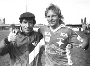 Kenth Persson tillsammans med Robbie Stepney på bild från 1989.