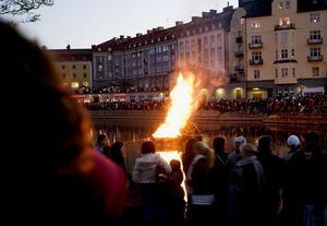 Majbrasan tidigare år när valborg firades vid Marenplan. Arkivfoto: Kerstin Carlsson