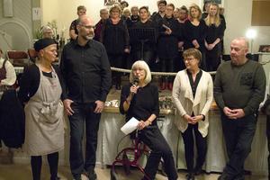 Margareta Göllas (i mitten) och delar av bygdegårdsföreningens styrelse.