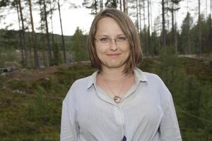 Anna Loisak letar organiskt material för att bestämma åldern på nedslaget.