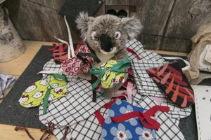 Runt 200 handskar till koalor och cirka 50 kängurupåsar har kommit in.