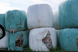 Balar med sorterat byggavfall ska säljas från Laxå bruks miljöåtervinning.